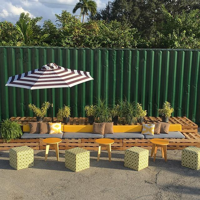 Our new pallet lounge configuration- the Sideline View. It's a horizontal set up that can be placed by a wall or any background. Cushions available in yellow/denim/gray/green or we can make ones to match your brand identity.