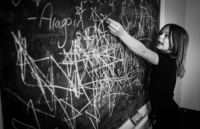 Old school chalk boards are still a great creative outlet . . . . . . #Fuji #fujifeed #fujixseries #fujifilmxseries #fujix #fujix100f #fujifilm_global #fujifilmx100f #chalkboard #oldschool #SPiCollective #bnw #blackandwhite #bnwcaptures #spi_collective #spi_bnw #streetphotography #streetphotographers #streetphoto_bw #streetphotographer #bnwphotography #bnwlife #burnmagazine #magnumphotos #hikaricreative #lensculture #featureshoot #ReportageSpotlight @vimpt #vimptfreeprint