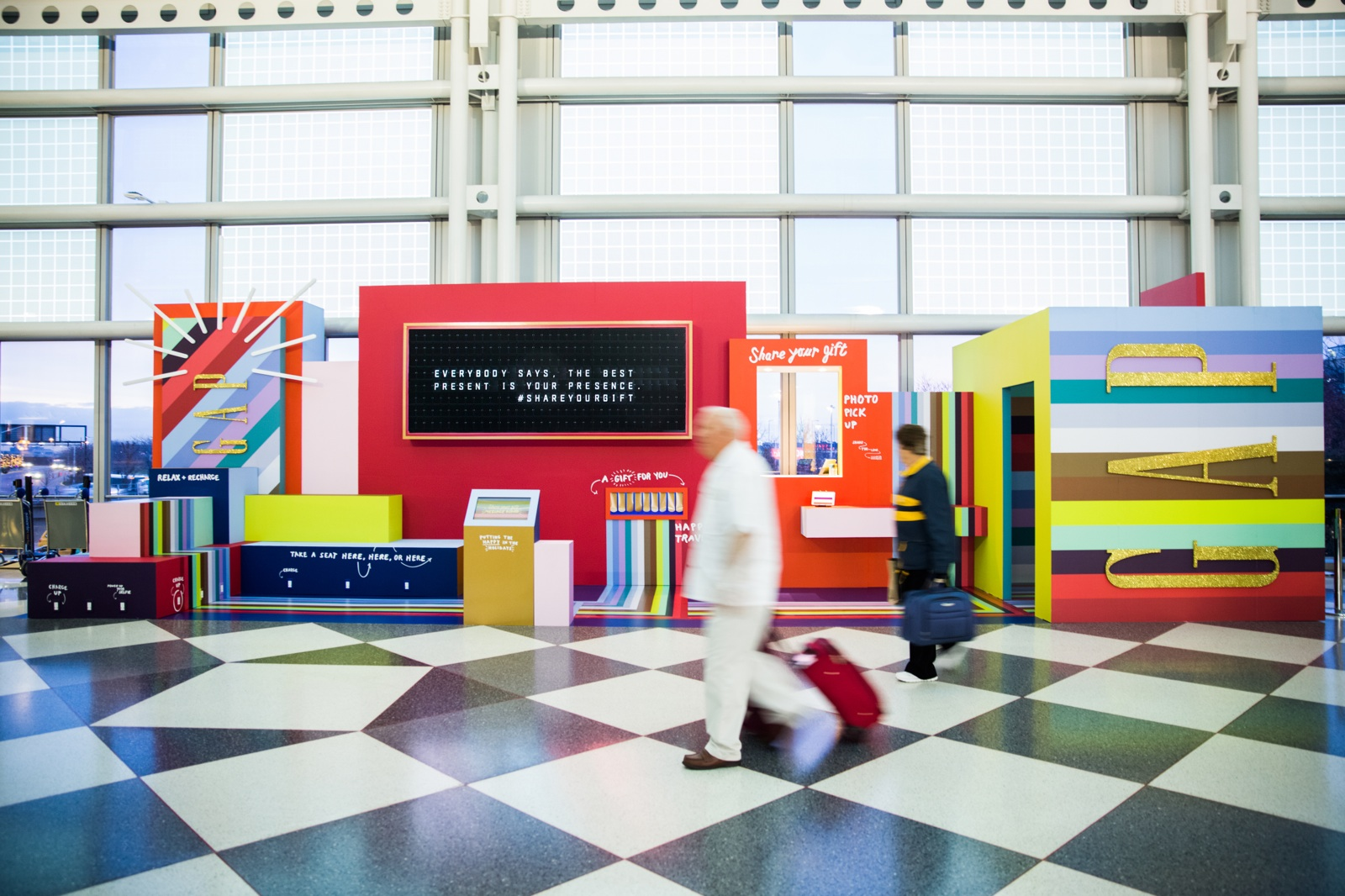 Gap, Retail, Holiday, Market, Pop up, Event, Activation, Chicago, O'Hare Airport, Invisible North, Strategy, Design, Production, Trend, brand, experience, experiential, Agency, gifting, lounge, airport