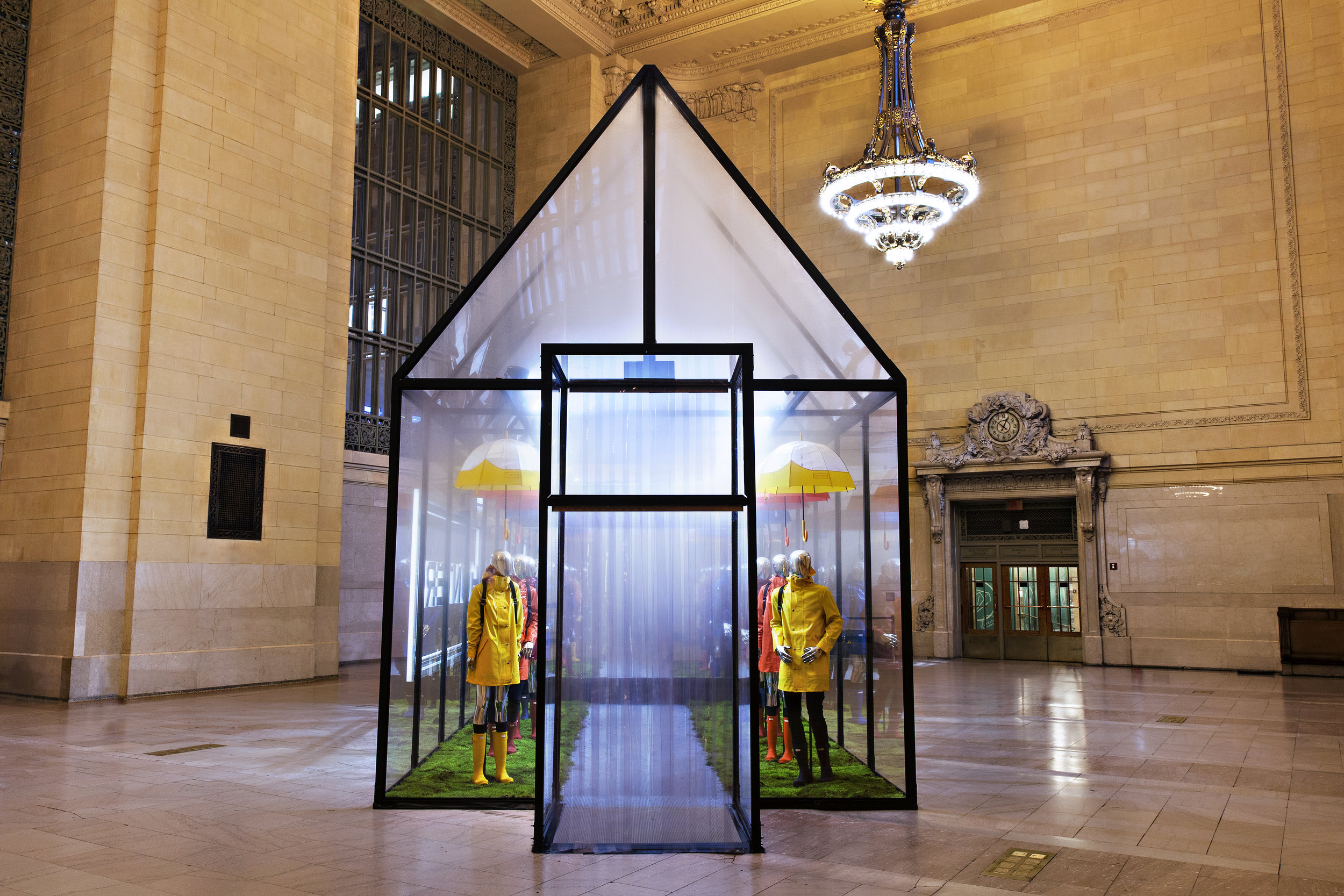 Hunter Boots, Grand Central Terminal, Vanderbilt Hall, Experiential Marketing, Pop-up Event, Events, B2C, Hunter Greenhouse, Cloud House, Brand Stunt, Invisible North, Brand Activation, Brand Experience, Production, Design, Agency, Event Marketing,