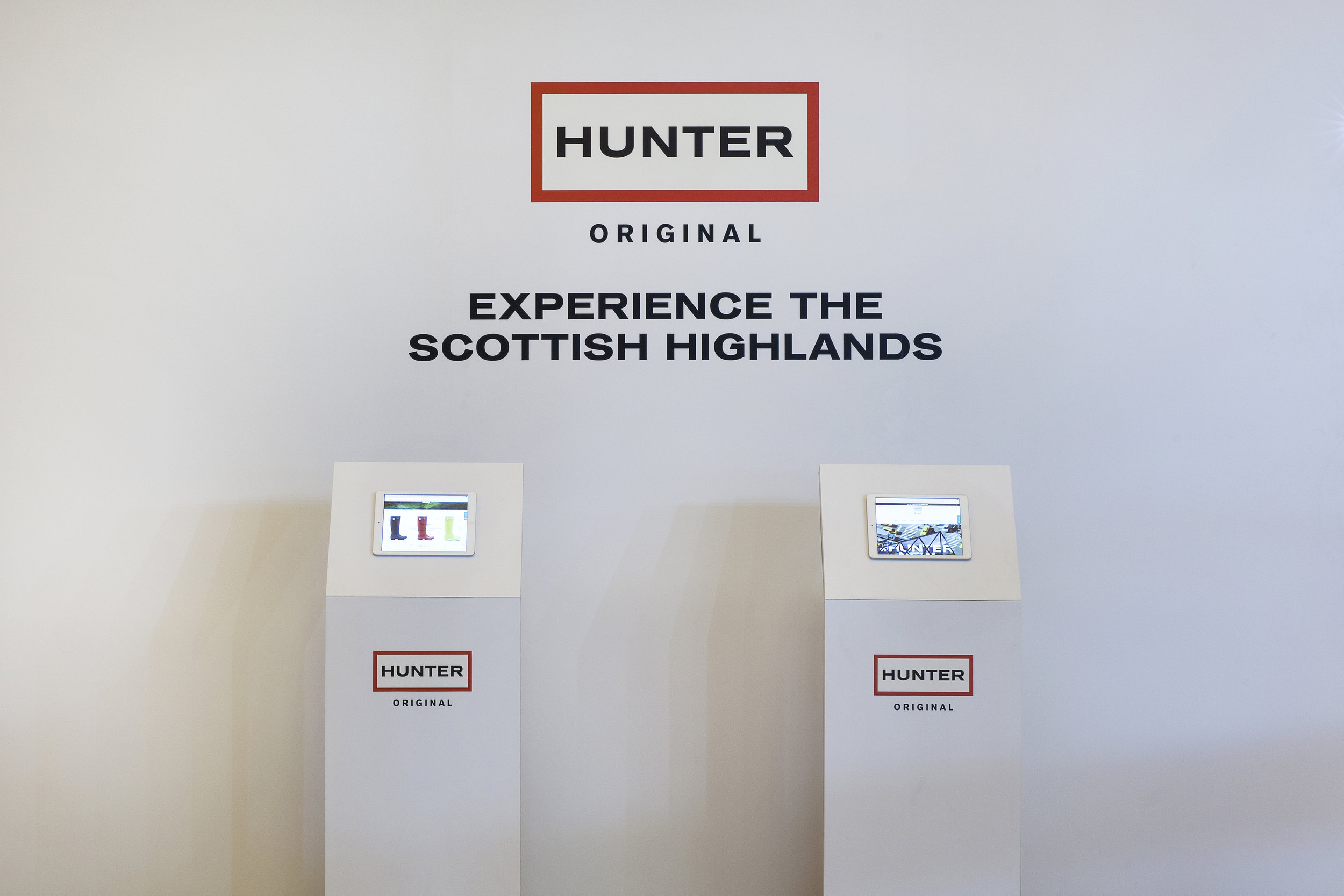 Hunter Boots, Grand Central Terminal, Vanderbilt Hall, Experiential Marketing, Pop-up Event, Events, B2C, Hunter Greenhouse, Cloud House, Brand Stunt, Invisible North, Brand Activation, Brand Experience, Production, Design, Agency, Event Marketing, iPad display
