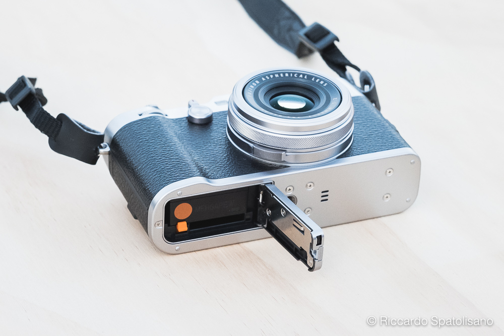 X100F Review_Spatolisano Riccardo_2017 - Dettaglio Slot SD Card