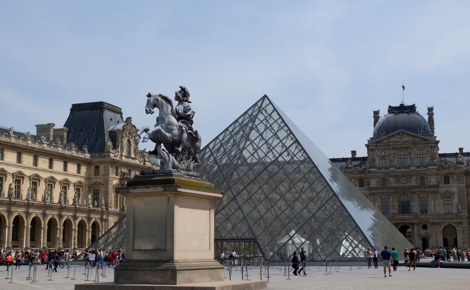 Discover and buy contemporary art in Paris