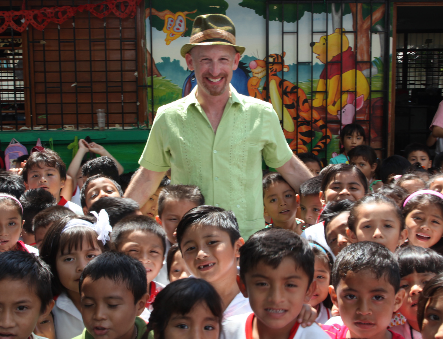 Mister G with preschoolers in Mexico