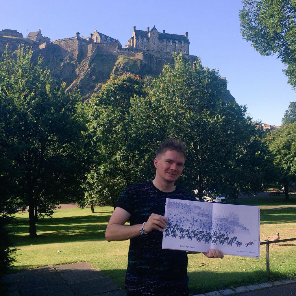 THE QUEEN'S HANDBAG goes to Edinburgh Castle, just like in the book!