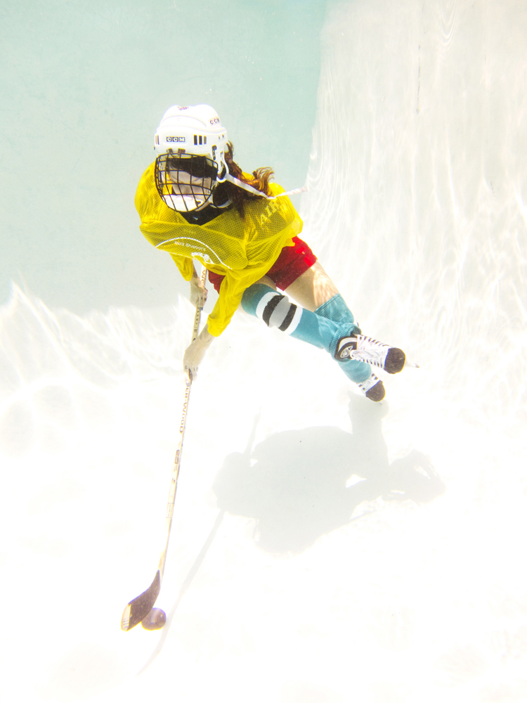 Underwater Ice-Hockey