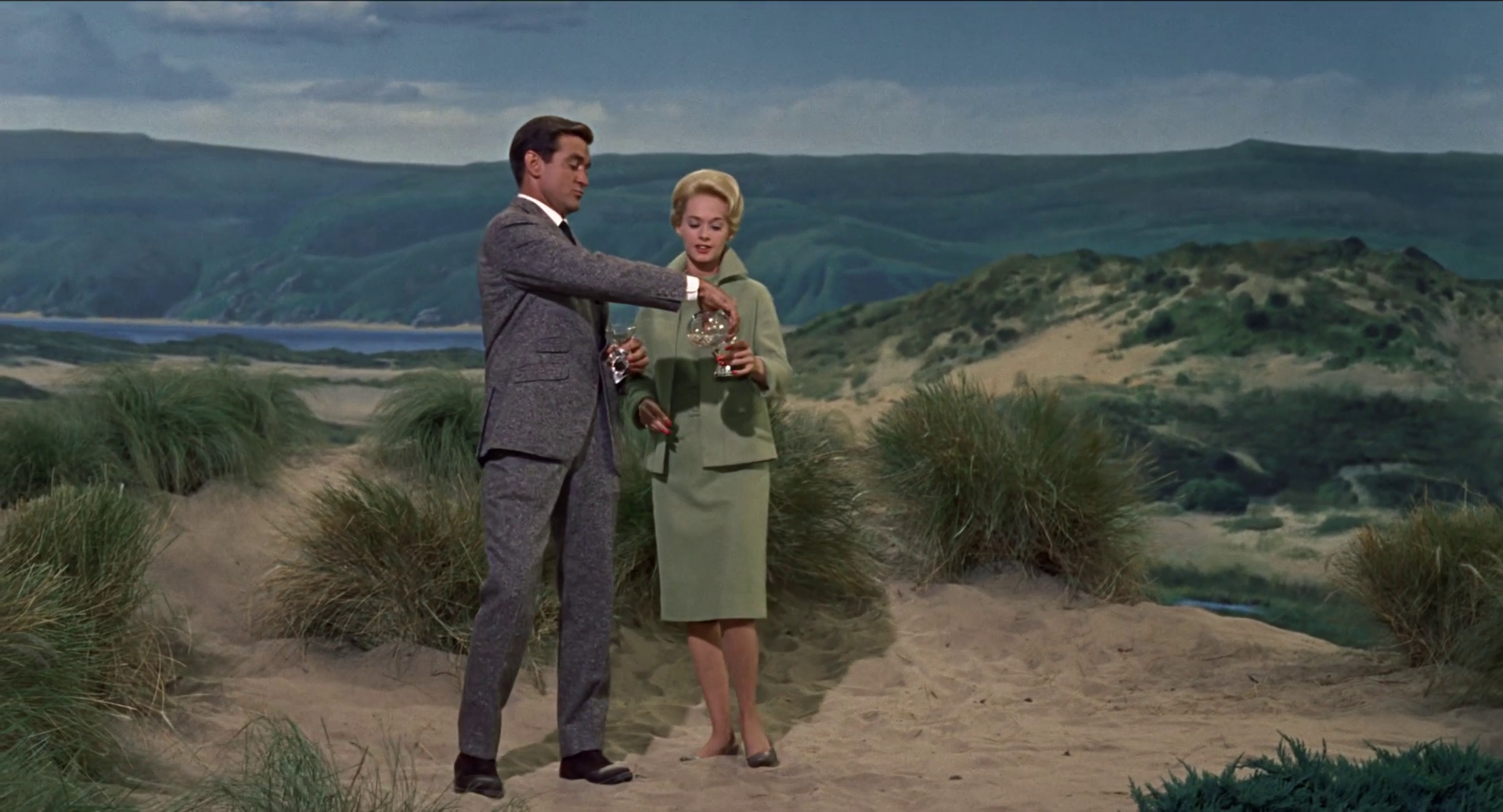 Rod Taylor and Tippi Hedren share martinis in the worst scene in The Birds