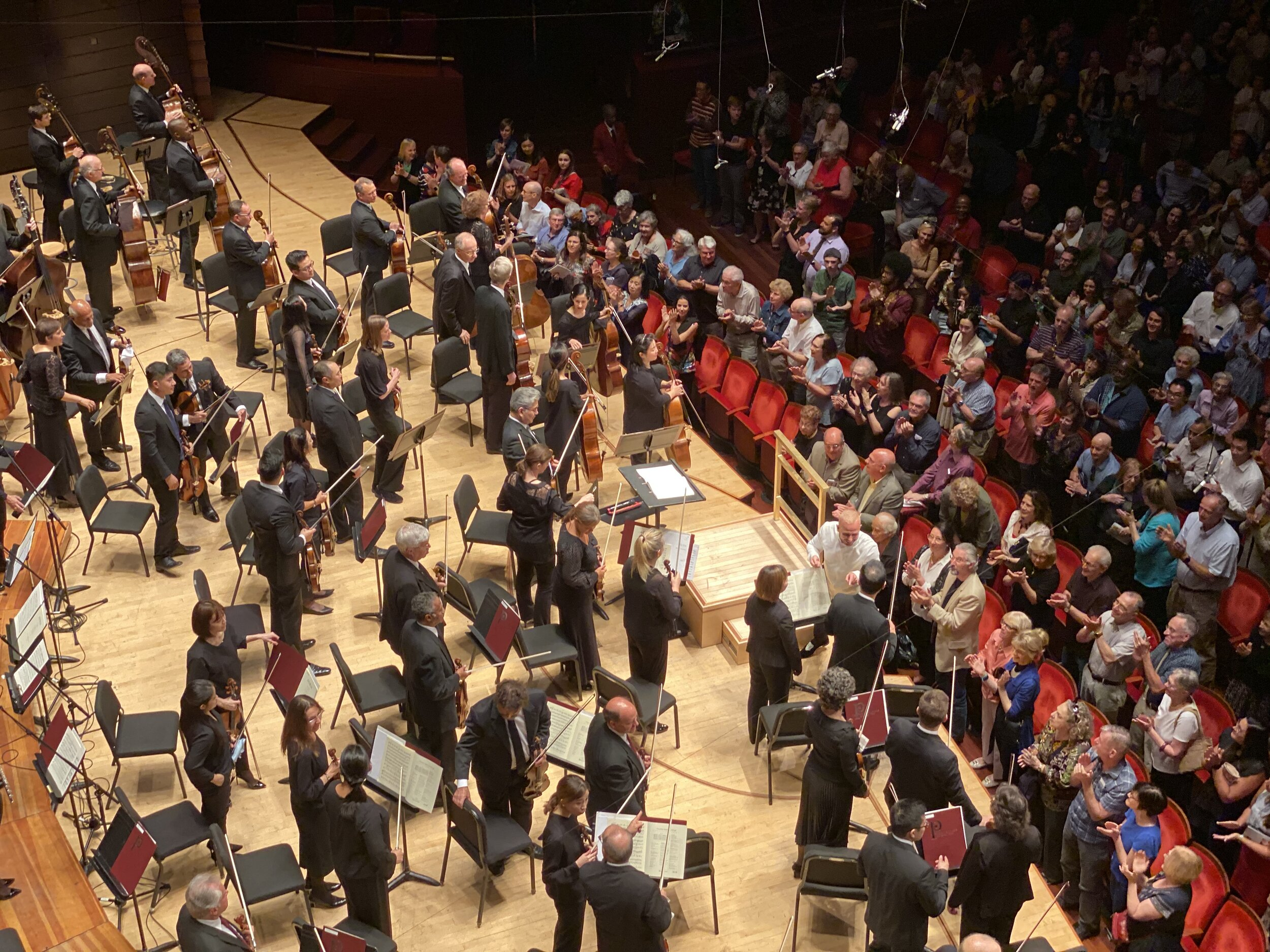 Yannick shaking hands with principal players after the Dvořák