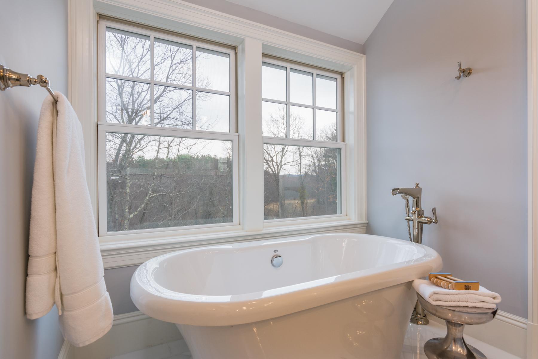 38StandishRd-Bath2-LoRes.jpg