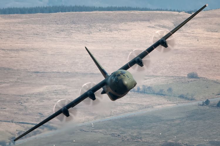 Crew line up the RAF Hercules C-130J for Cadair Idris pass, you can also see wing tip vortices trailing from the tips.