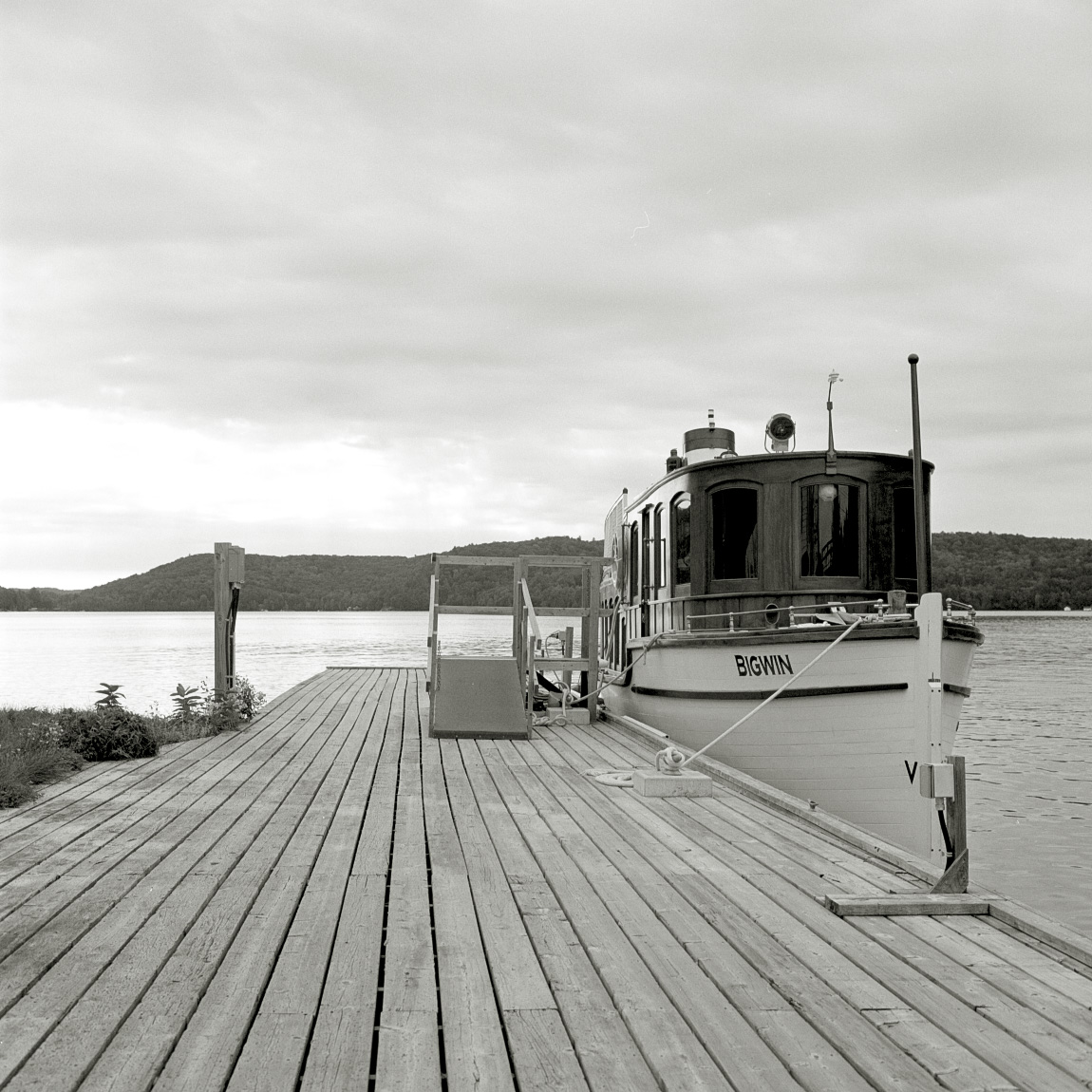 QUIET ON THE DOCK | ROLLEIFLEX SERIES E TLR | BILL SMITH