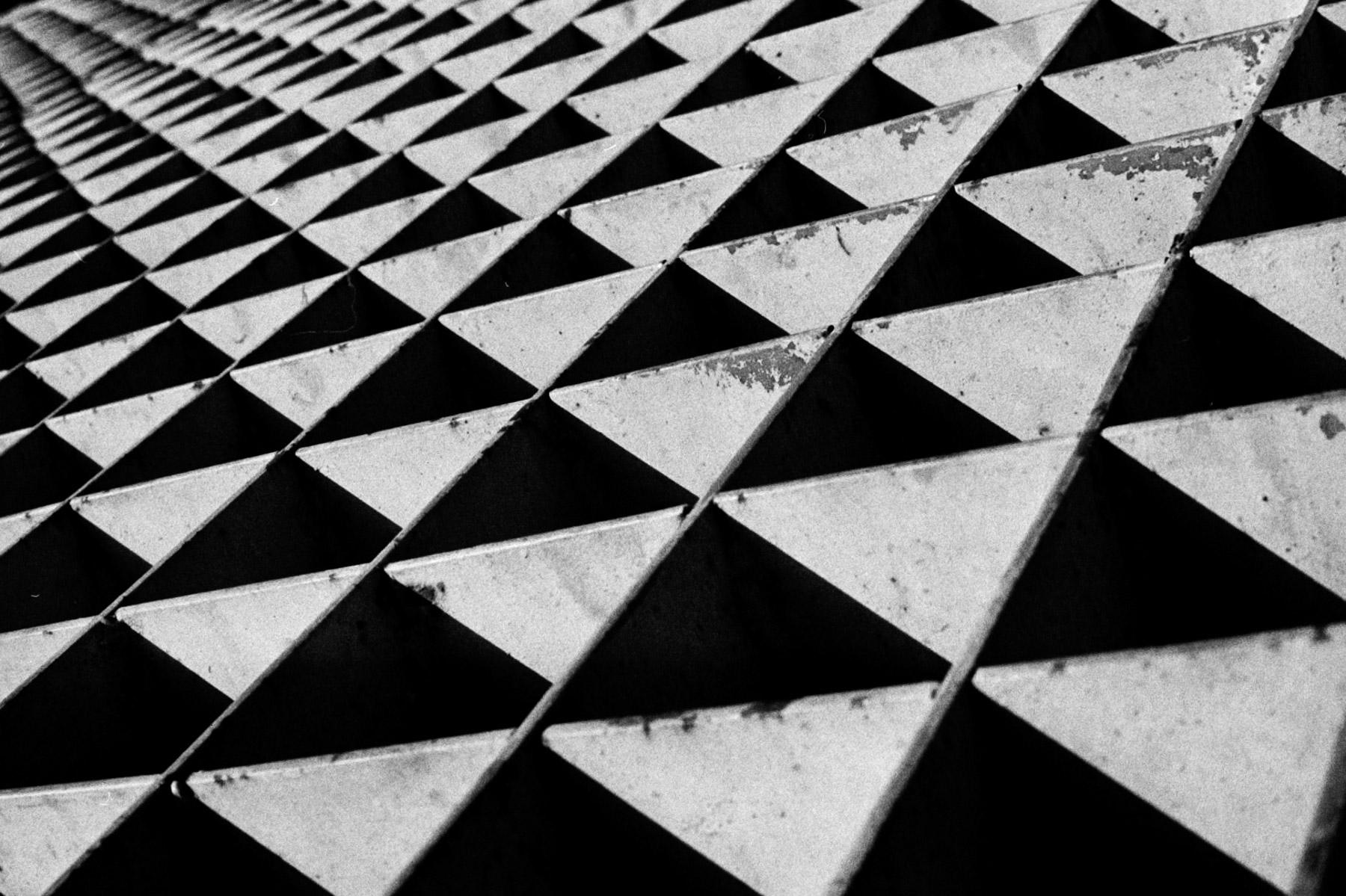 About squares and triangles | Asahi Pentax Spotmatic | Kodak TriX 400 | Efrain Bojorquez