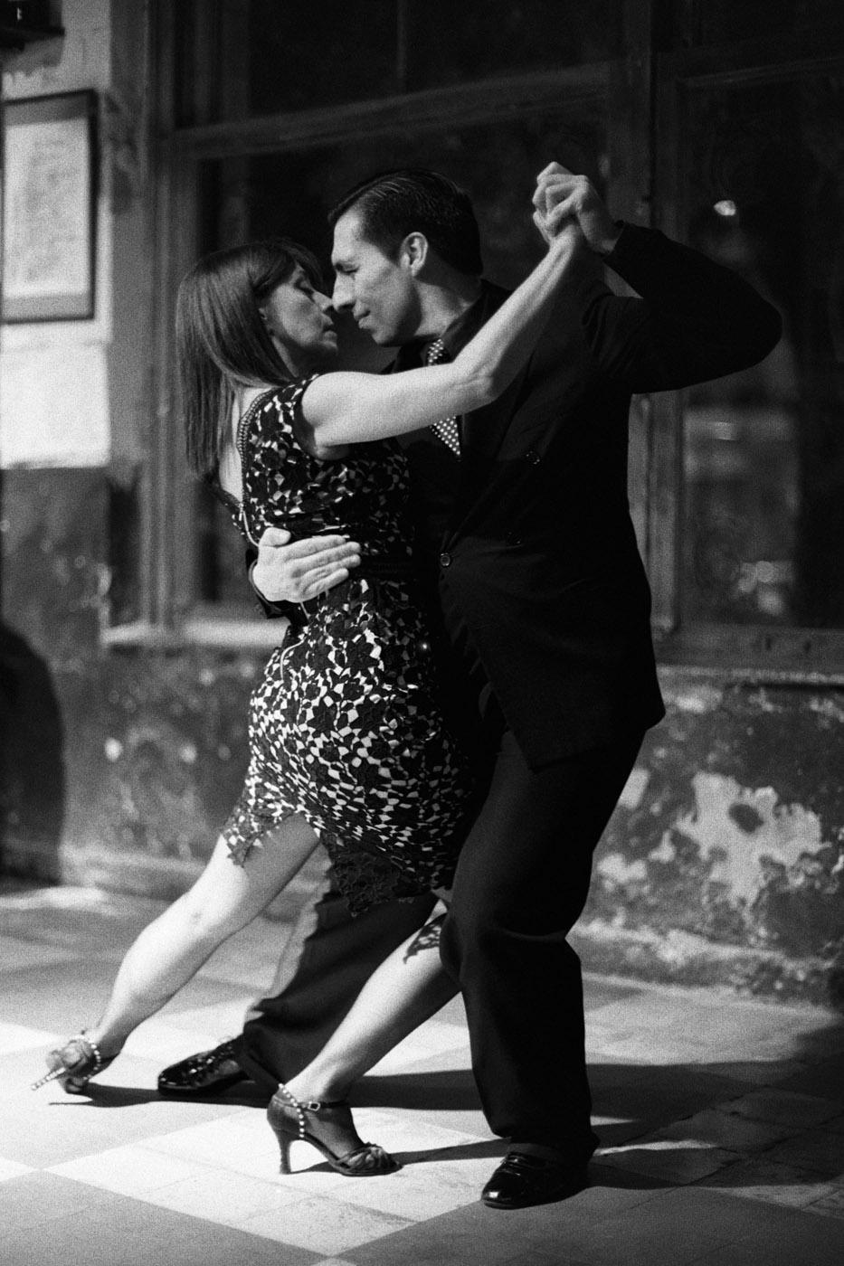 The postcard representation of tango