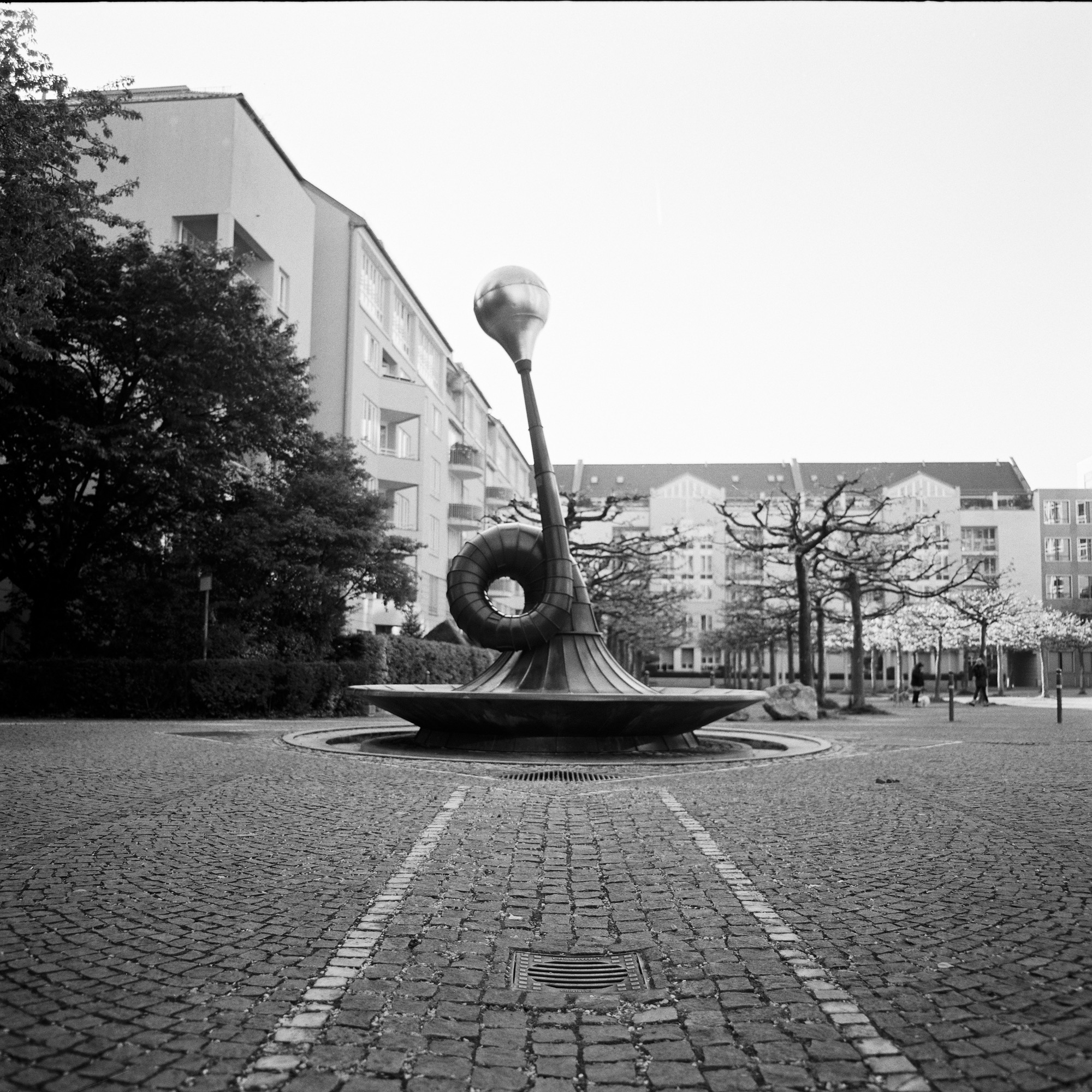 城市哈夫纳-Horn_sculpture_Pentacon_Six_Urban_Hafner.jpg