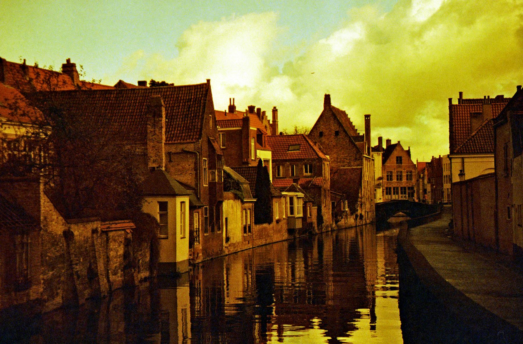 Bruges in Redscale | Canon AE1 | Pedro Decock