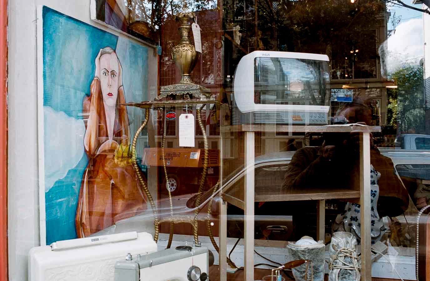 Voices   Nikon F6   Portra 400   Louis Sousa