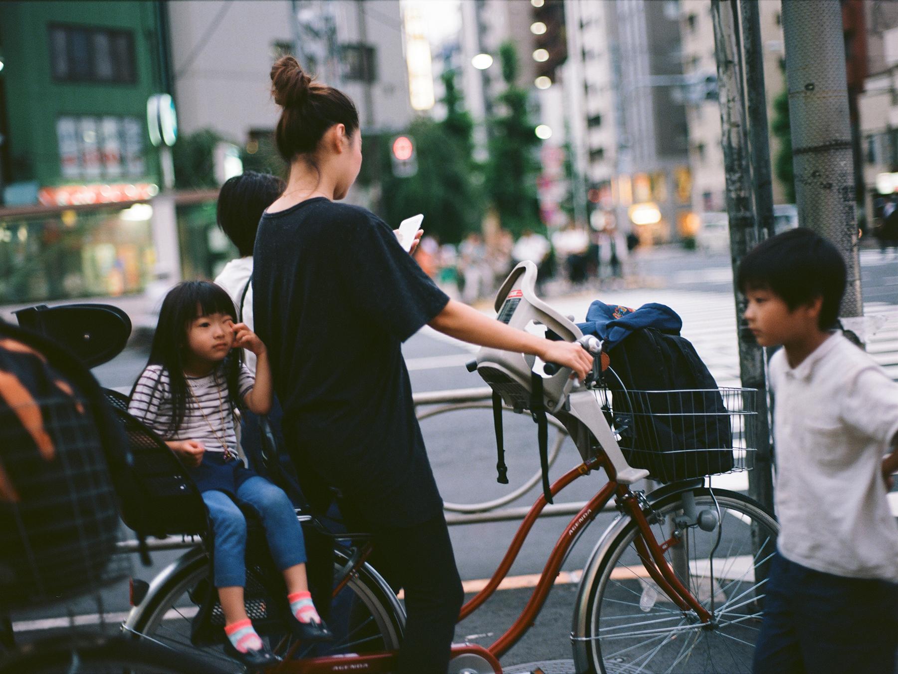 Typical Days | Mamiya 1000s | 80mm f/1.9 | Portra 400 |Alex Phommahasay