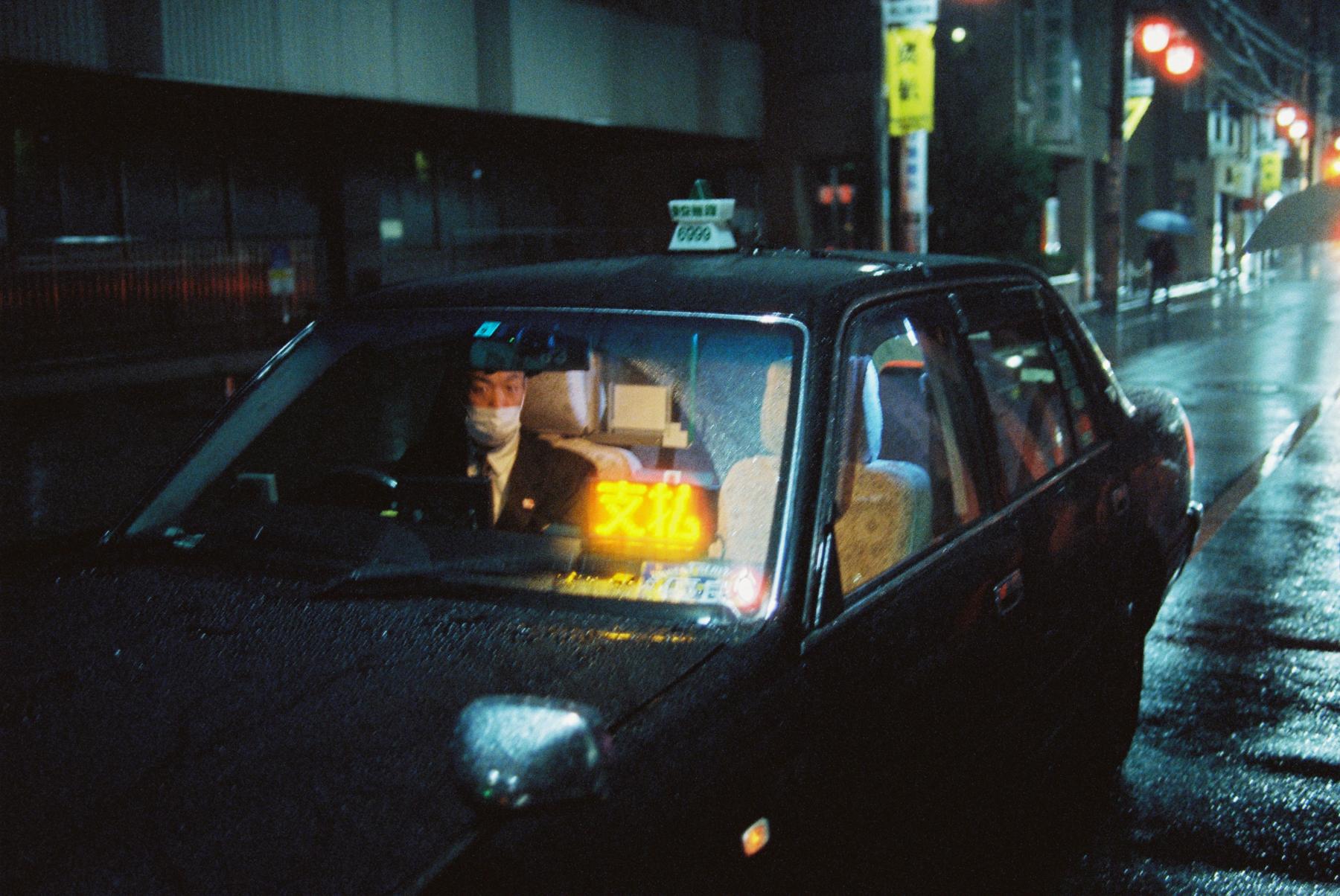 Shibuya Night | Nikon FE 35mm f/2 | Gili Benita