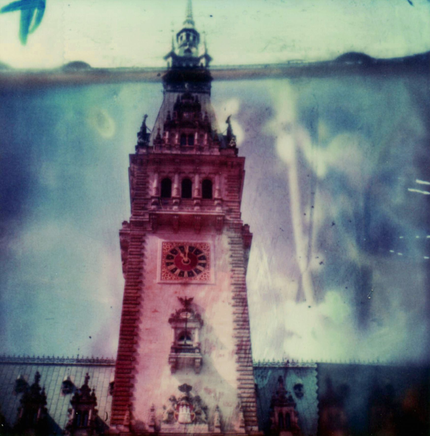 Hamburg Rathaus | Polaroid SX70 | Polaroid Time Zero | Carmen De Vos