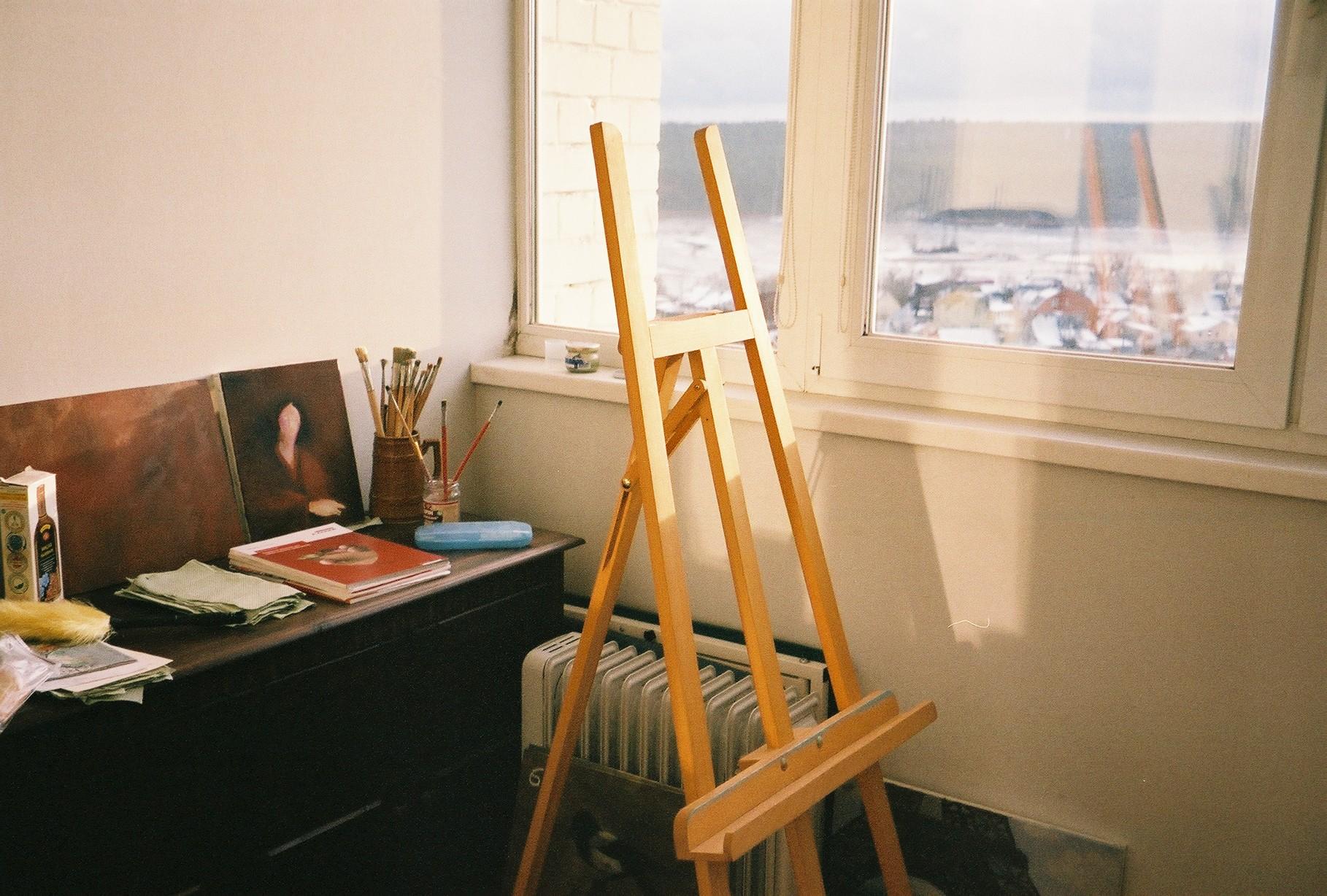 Studio | Olympus Superzoom 80g | Anna Sagal