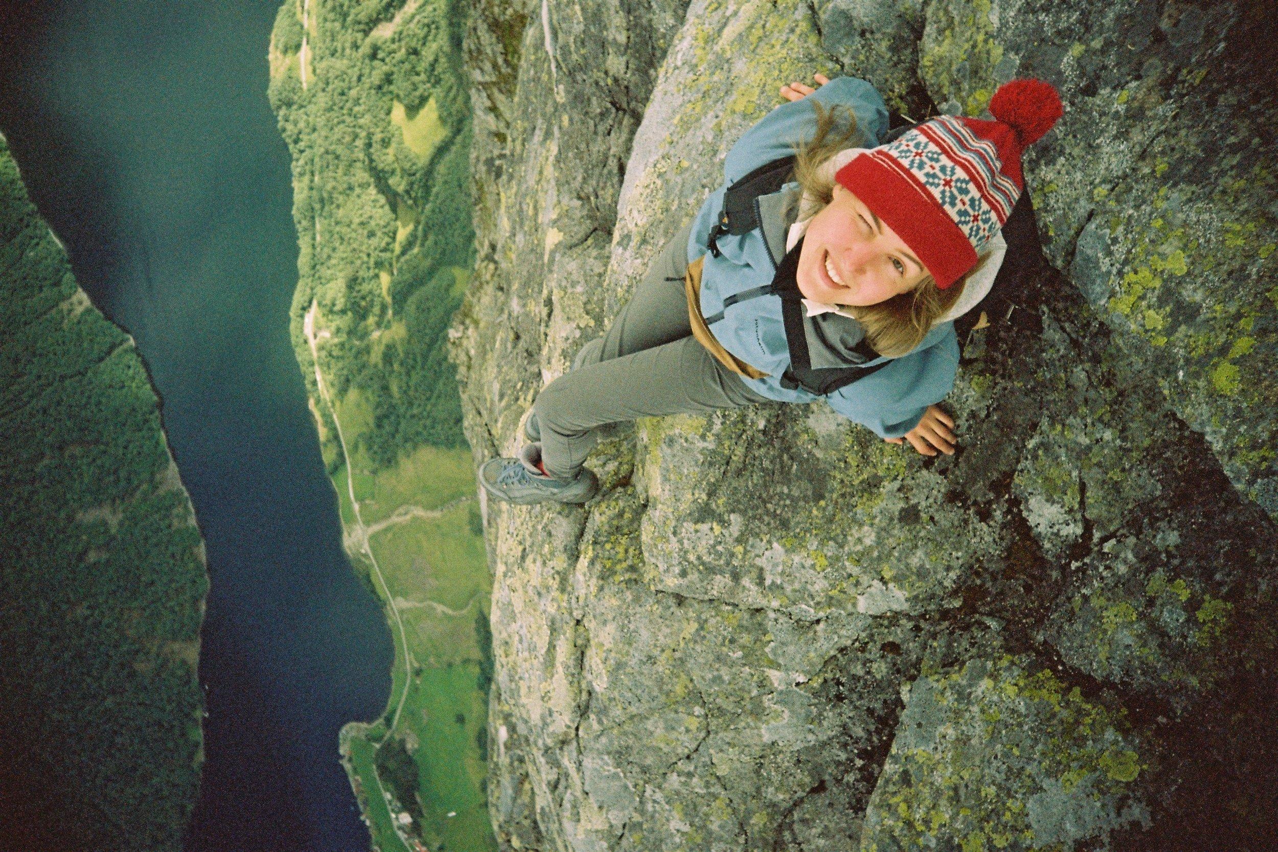 Hanging | Nikon F3 | Nikkor 50mm f/1.4 | Laurinaviciute Austeja