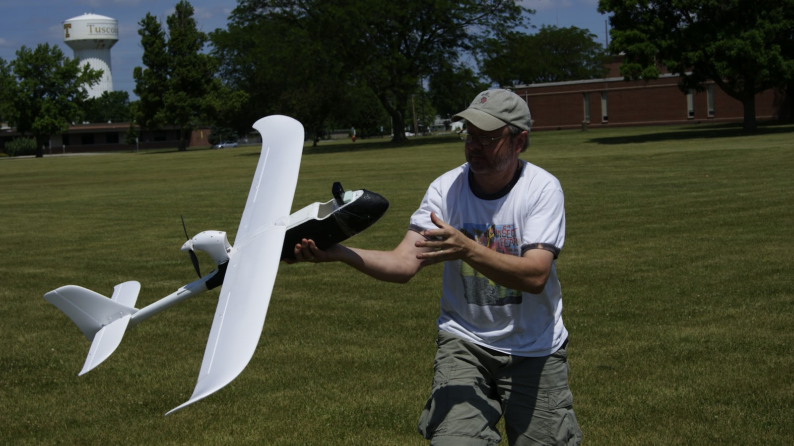 Selen and JournoDrone 2, which had a camera attached for its final  flight of the day. The camera shut off on impact, however, deleting all  of its footage. A problem with the electronics shifting in the fuselage  affecting the center of gravity could have contributed to the crash on  this flight.