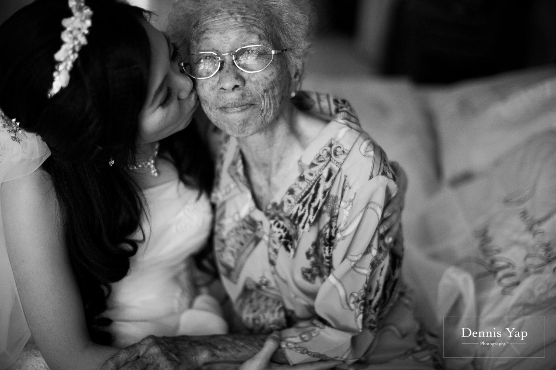 jake yu hwan melaka wedding gate crash by dennis yap photography elderly moments and emotions hugs-4.jpg