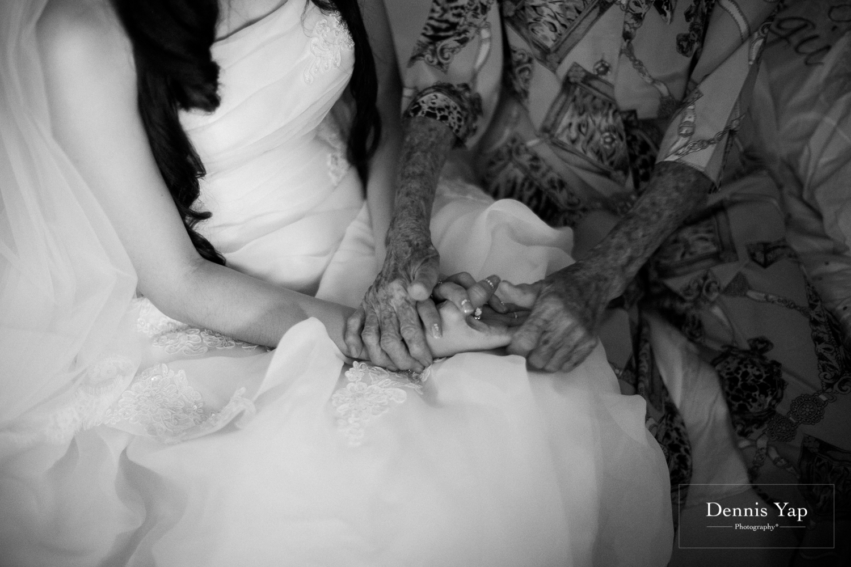 jake yu hwan melaka wedding gate crash by dennis yap photography elderly moments and emotions hugs-5.jpg