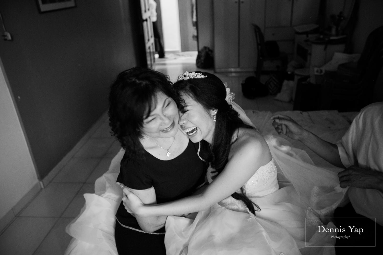 jake yu hwan melaka wedding gate crash by dennis yap photography elderly moments and emotions hugs-8.jpg
