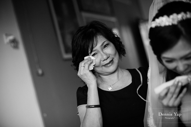jake yu hwan melaka wedding gate crash by dennis yap photography elderly moments and emotions hugs-9.jpg