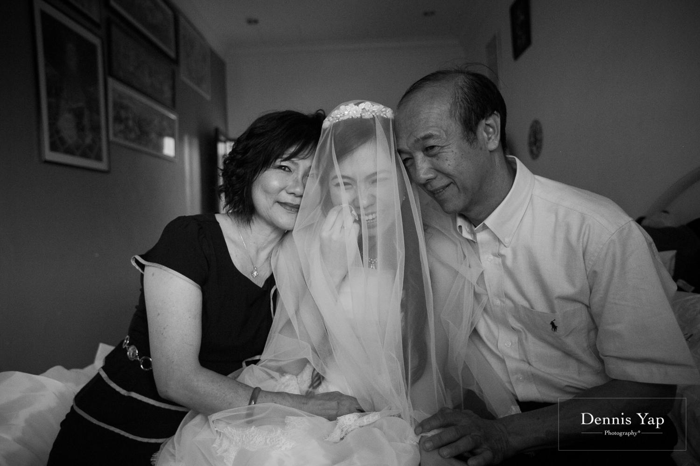 jake yu hwan melaka wedding gate crash by dennis yap photography elderly moments and emotions hugs-12.jpg