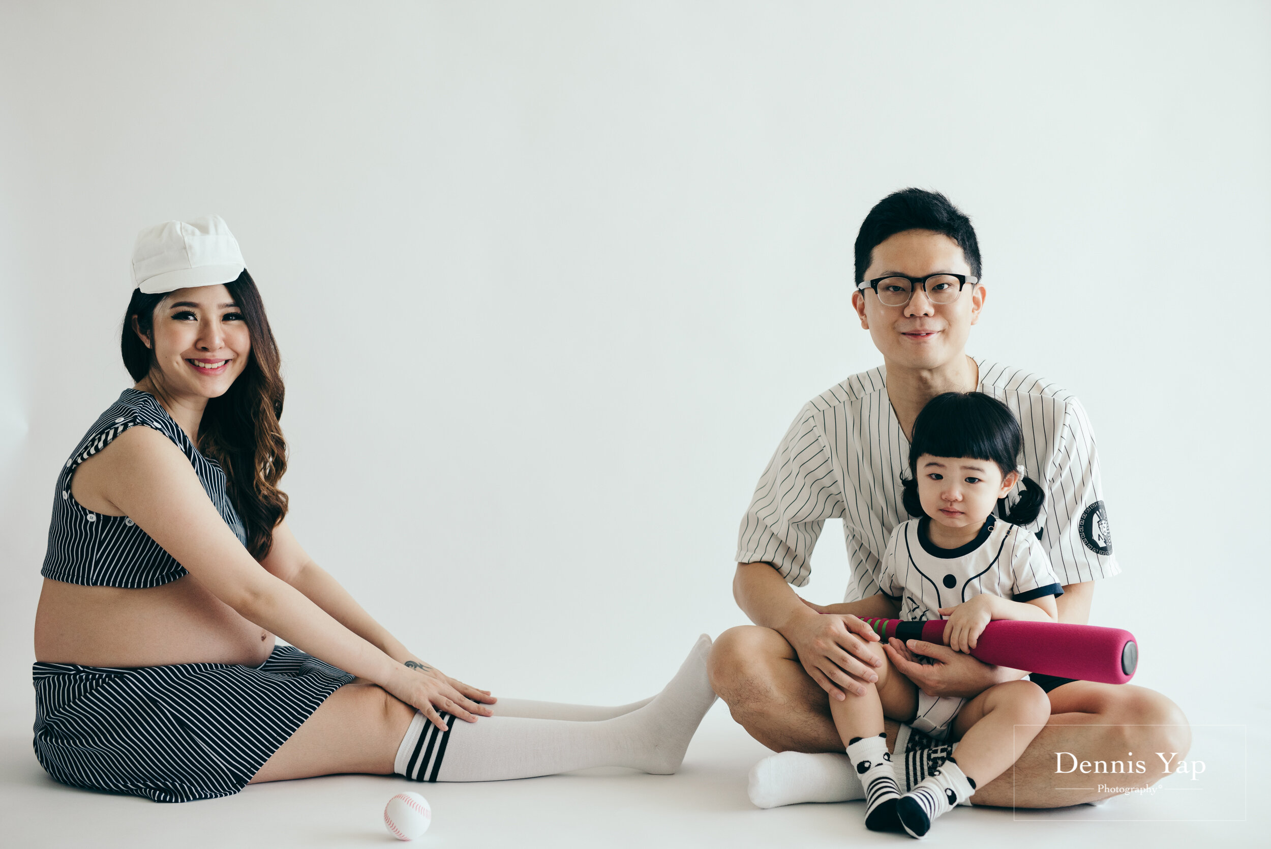 isaac evon maternity family portrait dennis yap photography studio indoor fun colorful-114.jpg