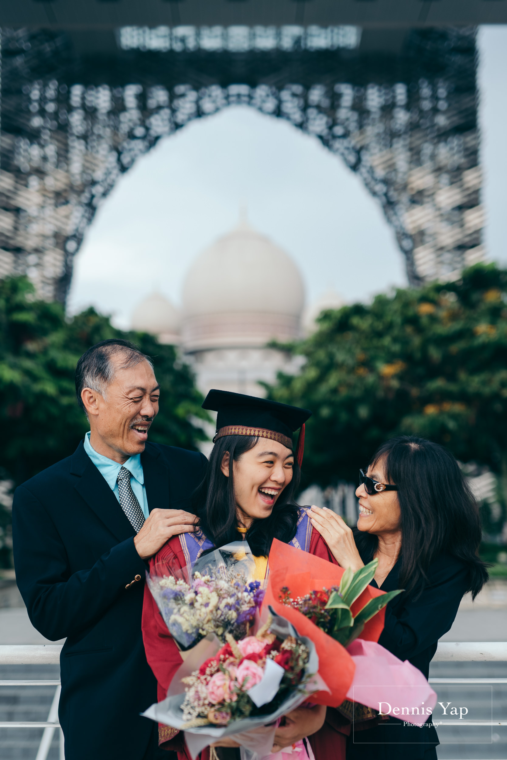 Tieng Wei graduation portrait putrajaya dennis yap photography family portraiture beloved uitm-115.jpg