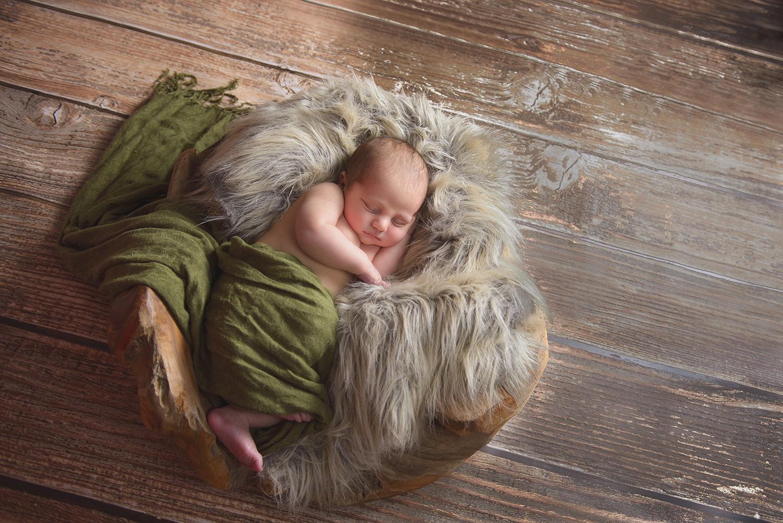 Newborn-Photo-Wood_Floor.jpg