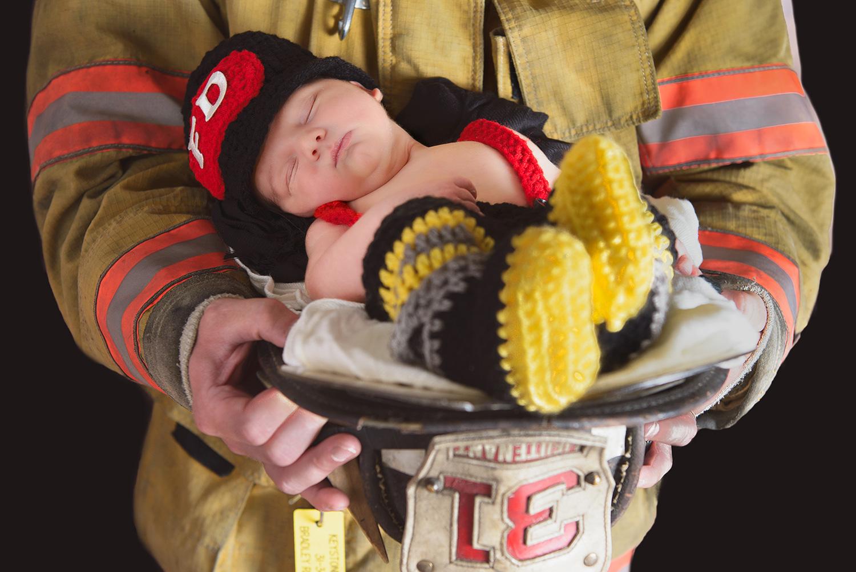 Newborn-Photo-Fireman-Outfit.jpg