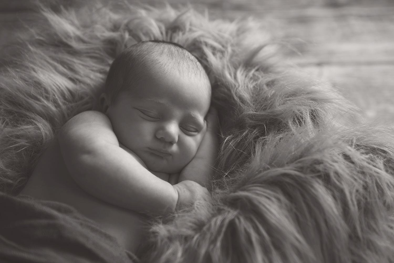 Newborn-Photo-Black-White.jpg