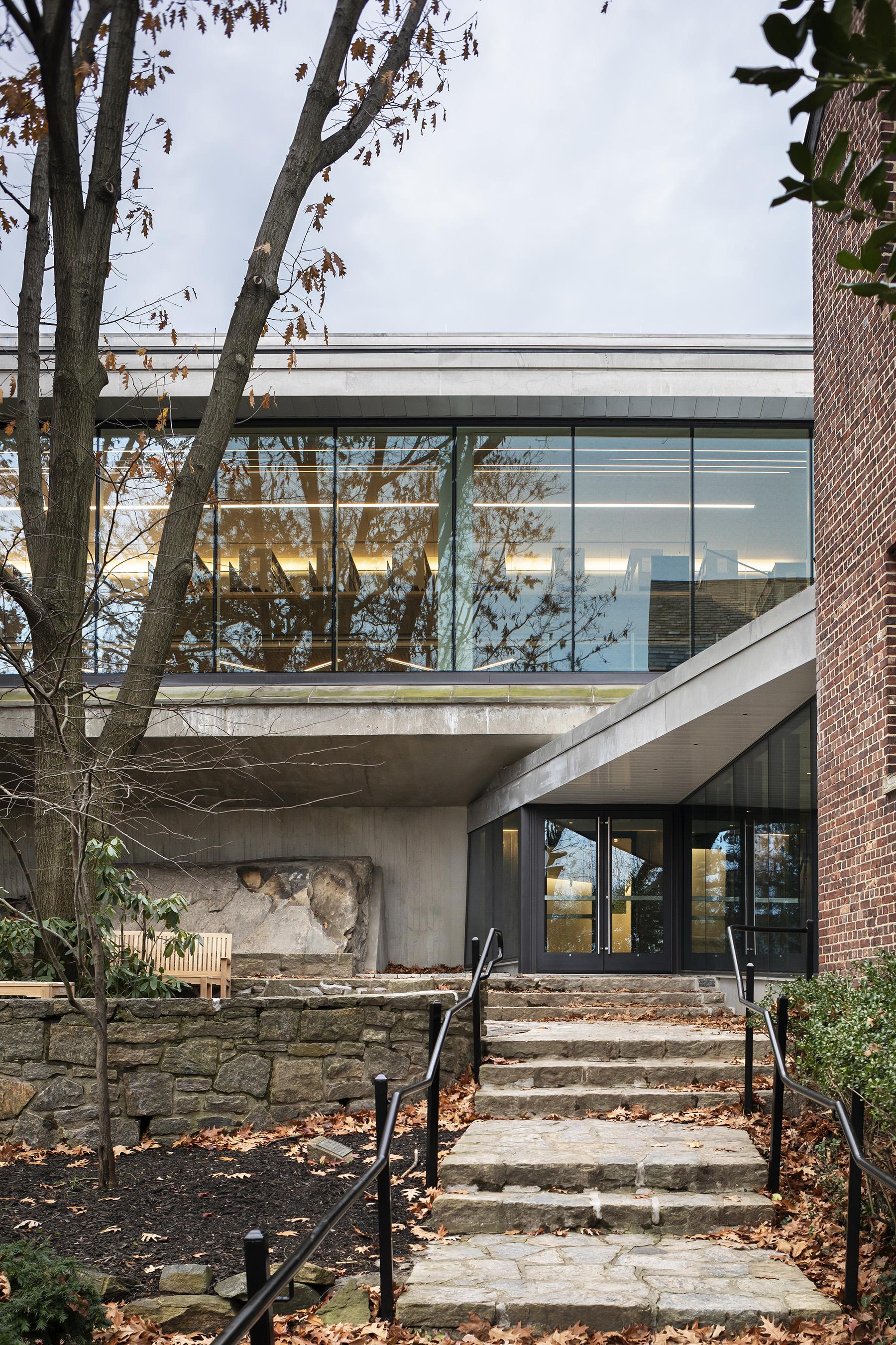 Architect: ARO  Photographer: James Ewing