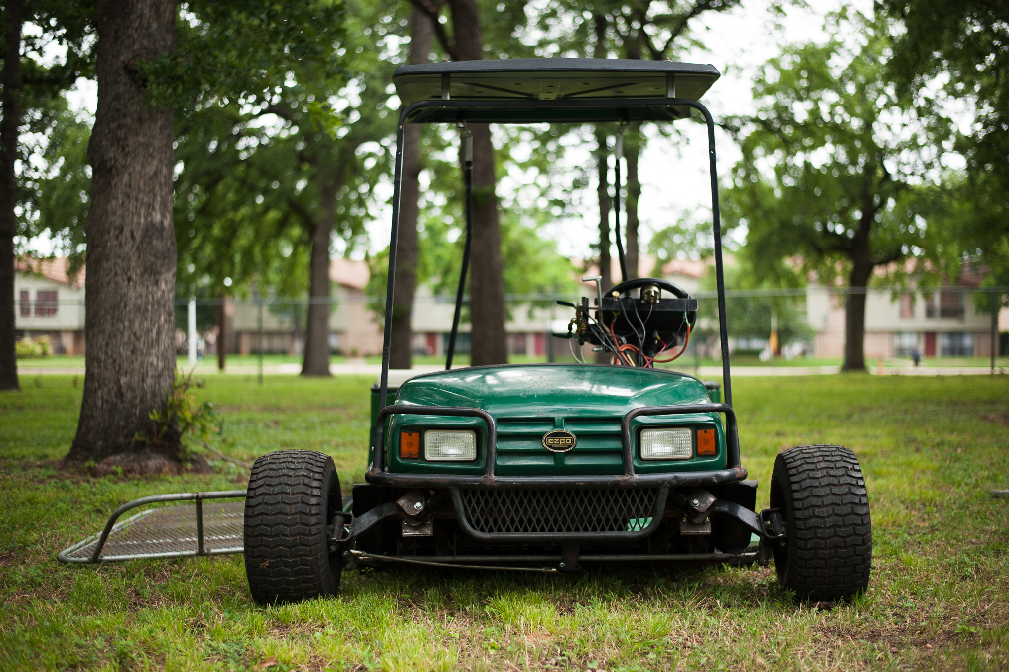 This cart uses hydraulics to lower the cart to the ground for easy access.