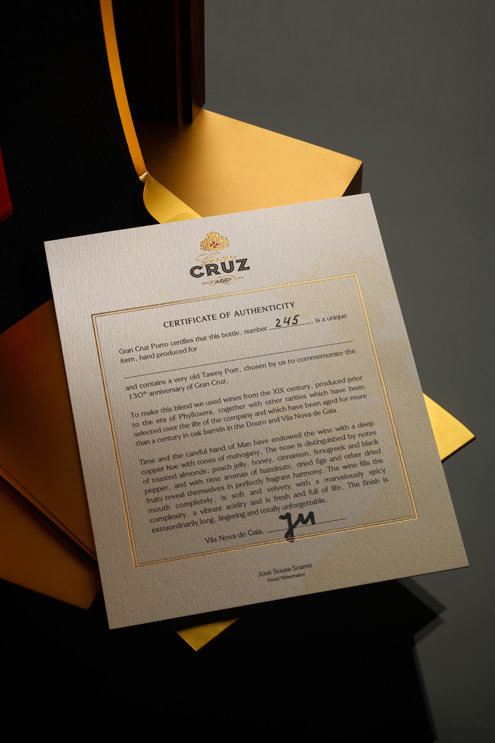A Luxurious Port Packaging to Celebrate the 130th Anniversary of Gran Cruz / World Brand & Packaging Design Society