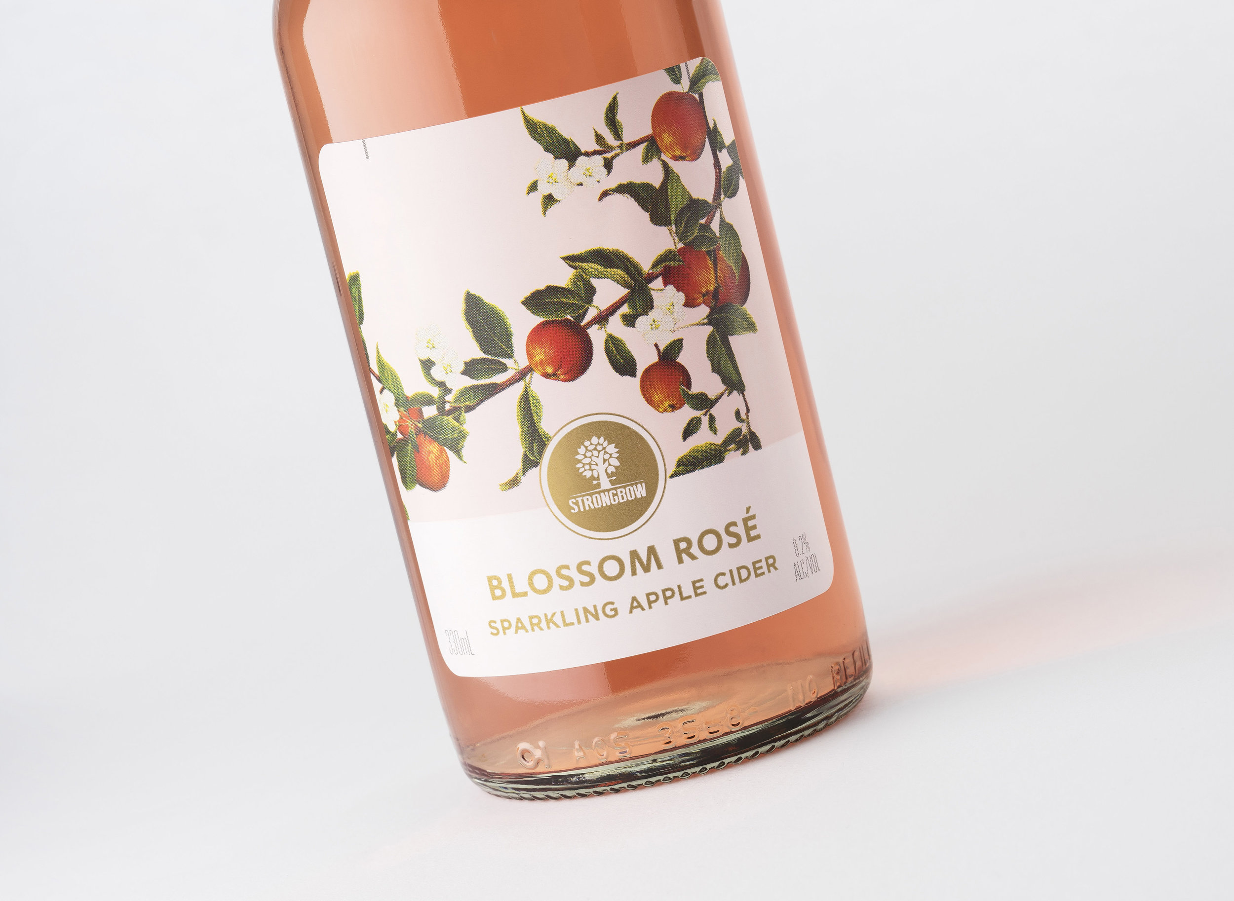 Carlton & United Breweries Launches Strongbow Blossom Rosé Sparkling Apple Cider  / World Brand & Packaging Design Society