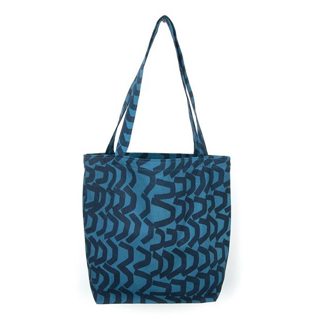 Another totally tote by @eleanor_anderson_studio #brightbag #brightperson #totalpackage