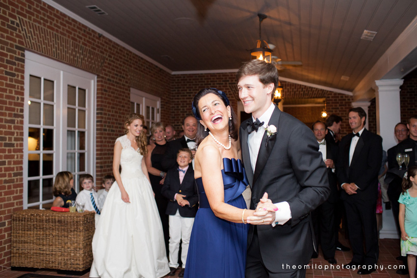 Live wedding painting by wedding artist Ben Keys of Wed on Canvas | Theo Milo Photography | Salt Harbor Designs | Country Club of Landfall, Wilmington, NC