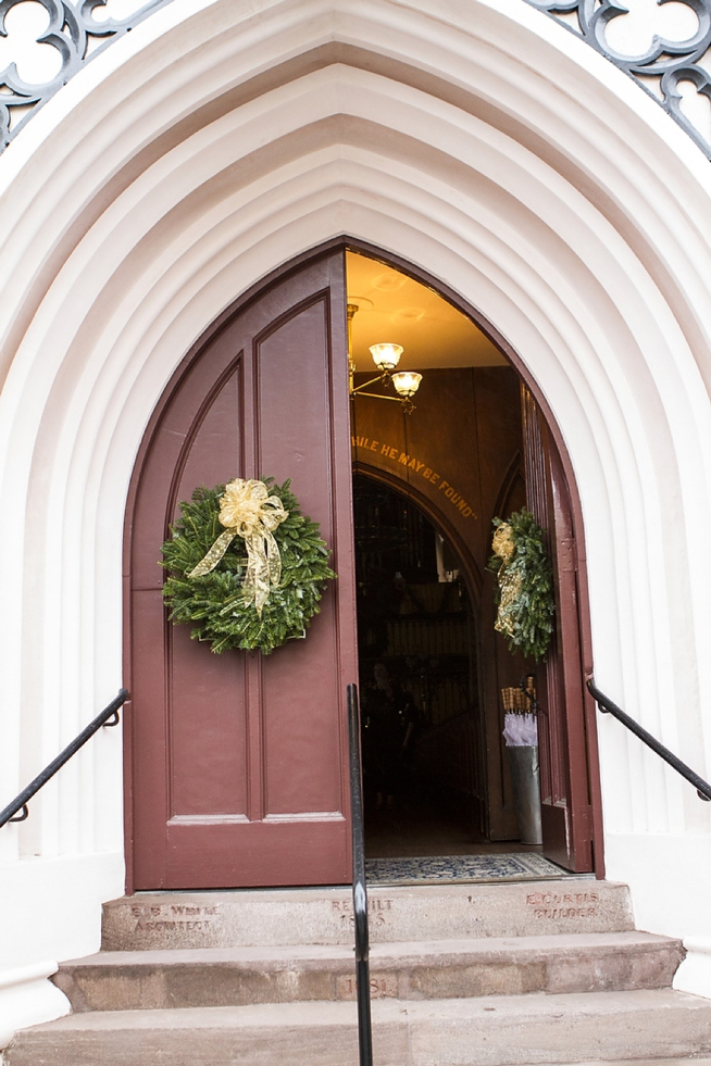 French-Huguenot-Church-doors-decorated-with-christmas-wreaths-for-winter-wedding-in-charleston-wedding-painter-ben-keys-of-wed-on-canvas