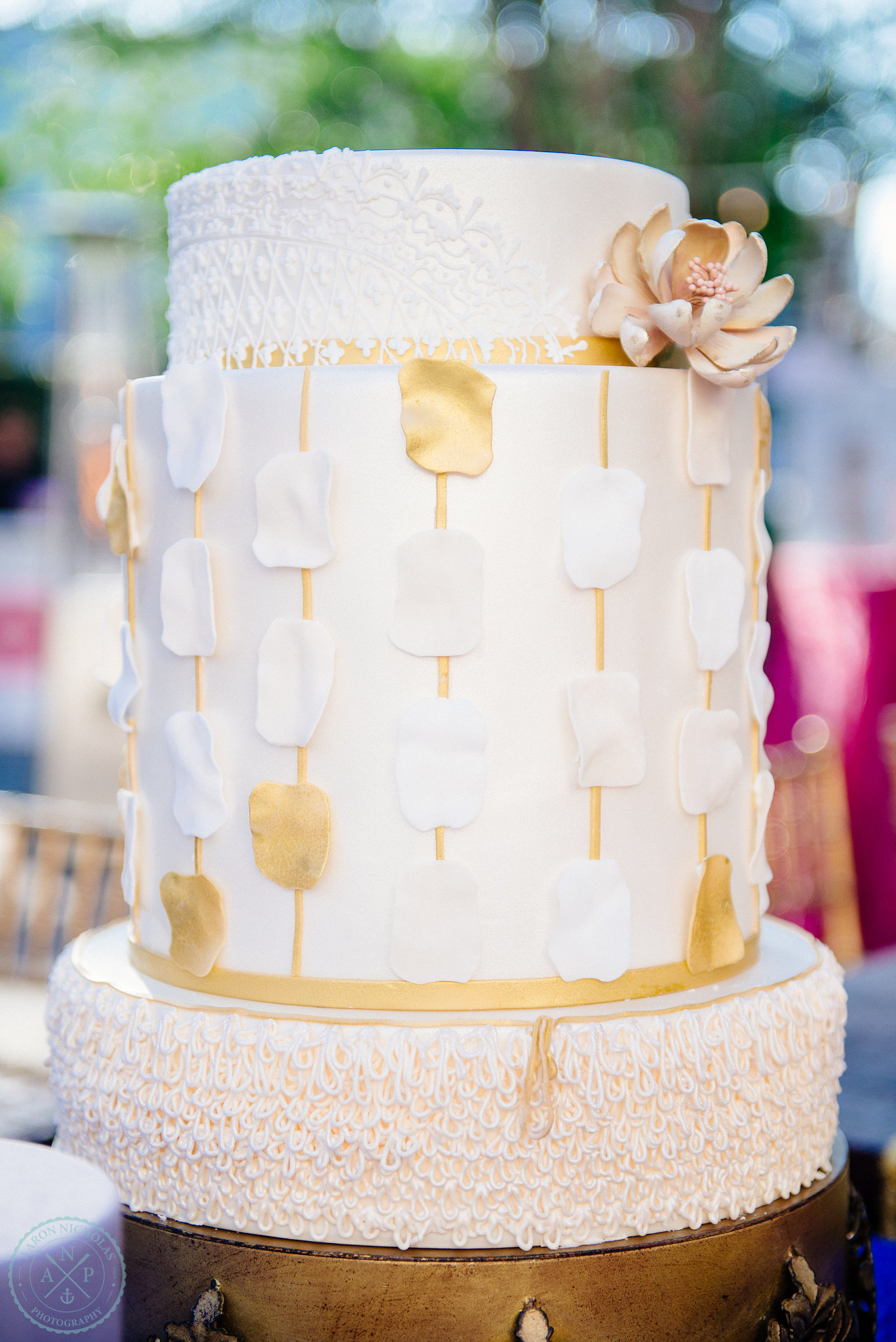 declare-cakes-charleston-moroccan-inspired-art-deco-wedding-cake-gold-medallion
