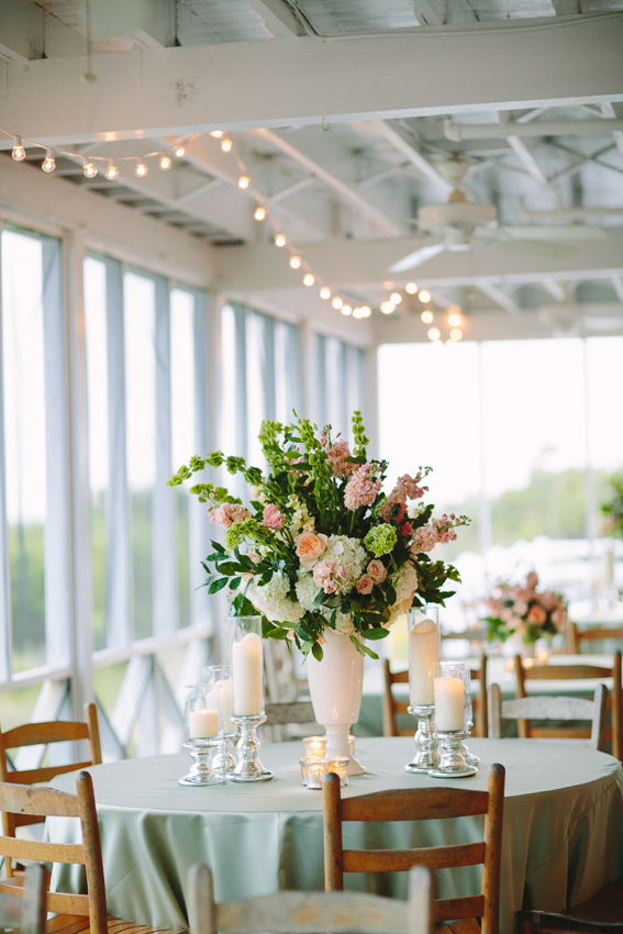 wrightsville-beach-wedding-porch-table-floral-centerpieces-with-mint-linens