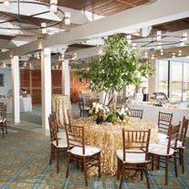 figure-8-island-wedding-decor-yacht-club-gold-table-glitter-wedding-painting