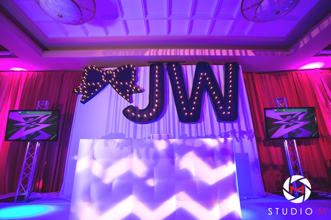 custom-marquee-lights-initials-and-bow-dj-booth-fuchsia-and-white-carpet