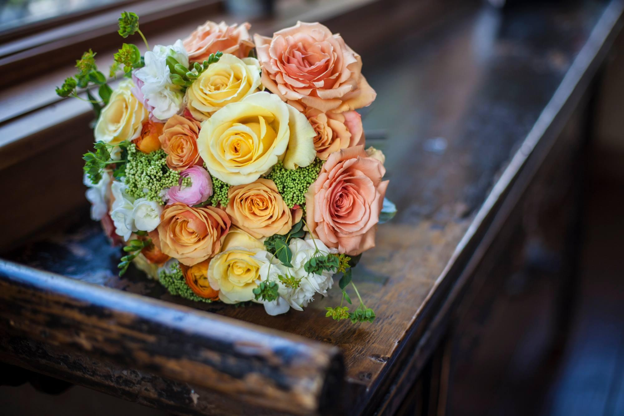 orange-and-yellow-rose-bridal-bouquet-rustic-wedding-painter-ben-keys-breckenridge-wedding-artist