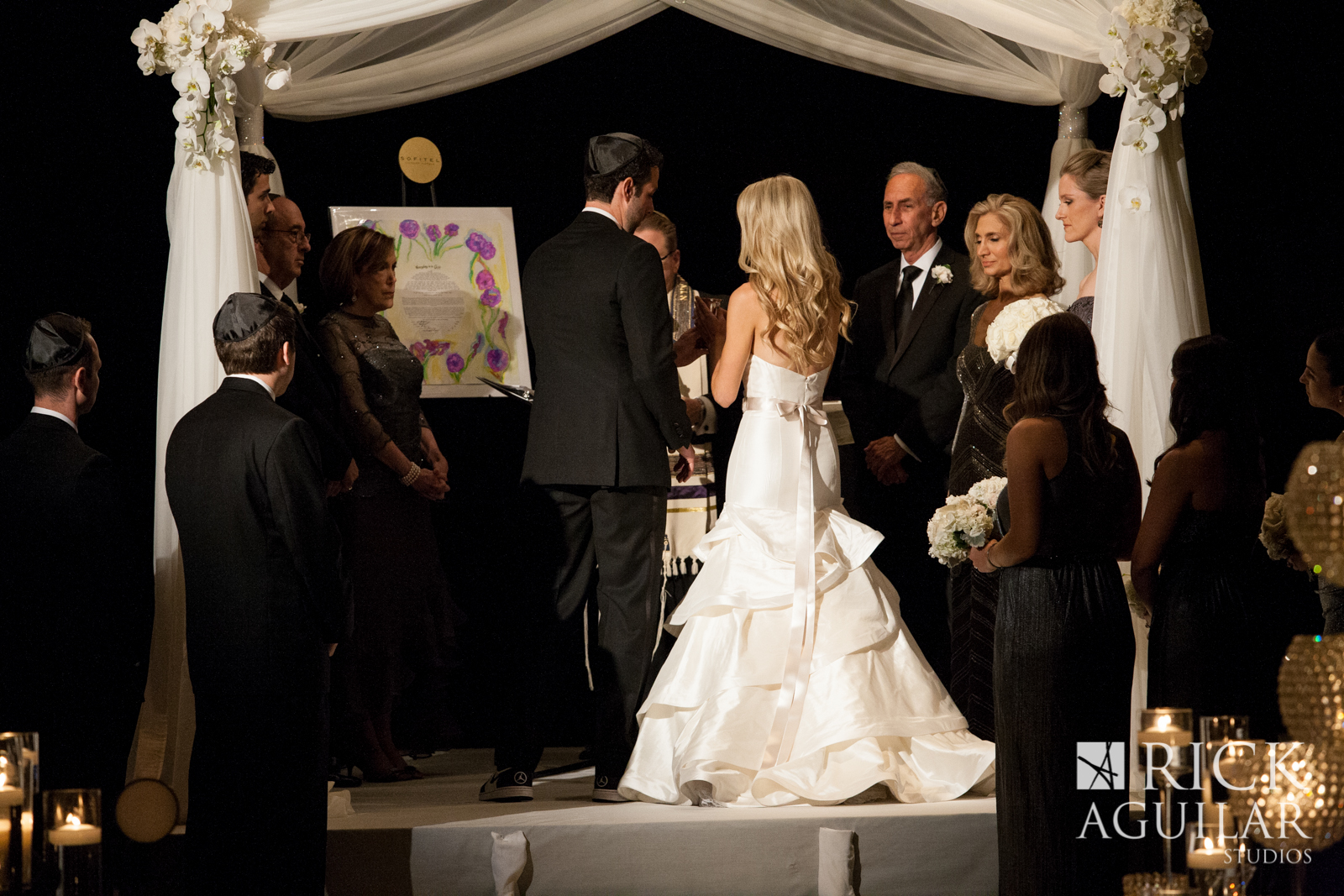 wed-on-canvas-chuppah-chicago-sofitel-hotel-wedding-artist-ben-keys-of-wed-on-canvas-wedding-artist