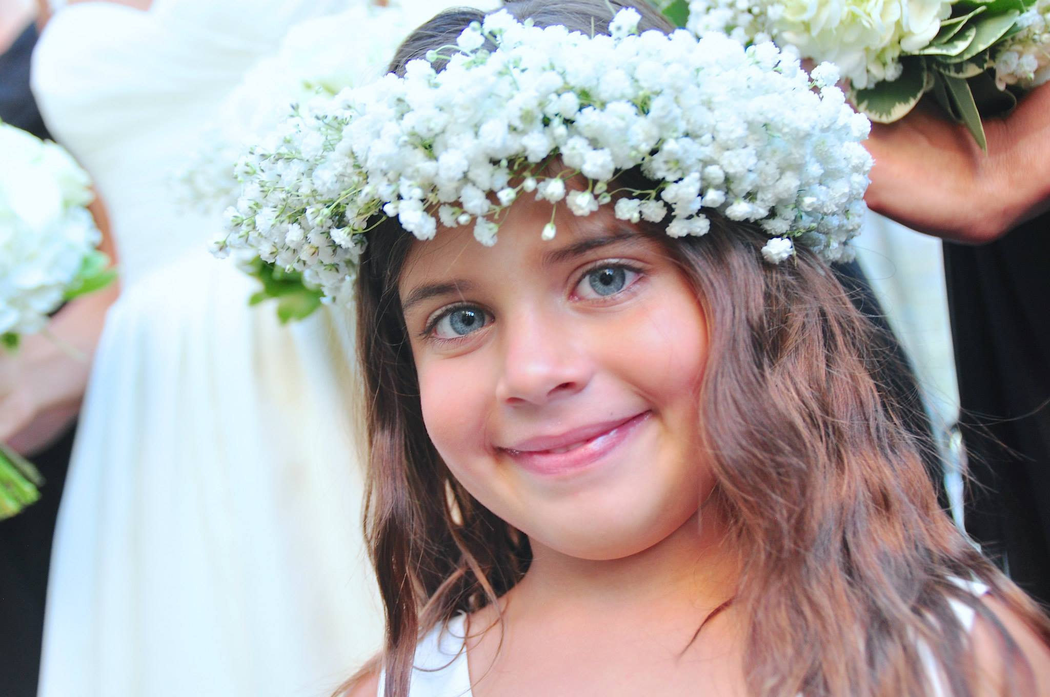 flower-girl-halo-made-of-flowers-babys-breathe-halo-flower-crown-wedding-artist-ben-keys-wed-on-canvas